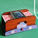 Automatická míchačka karet - Design dřevo